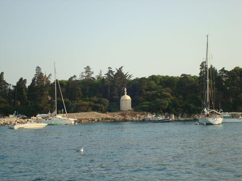 Mouillage bateau près de l'île Sainte-Marguerite - îles de Lérins 06